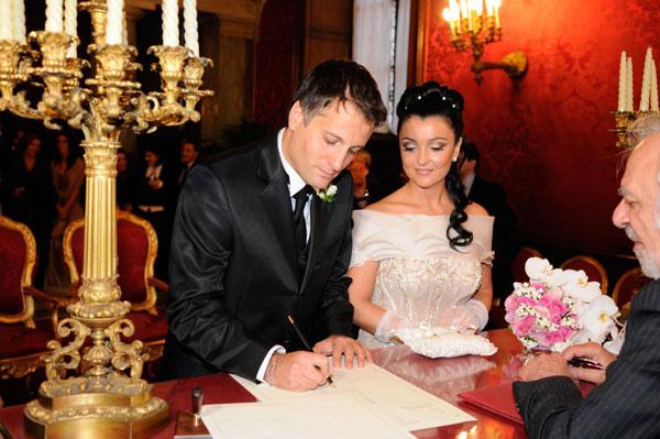 Auguri Matrimonio Rito Civile : Foto sala rossa del campidoglio roma matrimonio